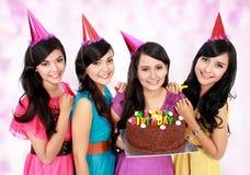 De mooie meisjes vieren verjaardag royalty-vrije stock afbeeldingen