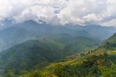 De mooie Mening van bergen bevat terrasvormige gebieden Royalty-vrije Stock Foto's