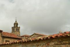 De mooie Mening van de Daken in Medinaceli als Hoofdthema in Zijn Bovenkant is de Klokketoren van de Kerk 19 maart, 2016 Architec Stock Fotografie