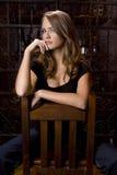 De mooie Niet uitsprekende over Stoel van het Meisje Royalty-vrije Stock Fotografie