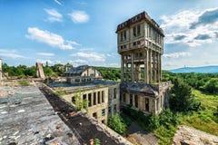 De mooie oude die fabrieksbouw, hierboven wordt gezien van Stock Foto