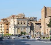 De mooie oude huizen worden gebouwd op Campitelli-Vierkant Het historische deel van Rome In de Middeleeuwen, de voorgevels van vi stock foto