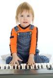 De mooie piano van het babyspel Stock Afbeelding