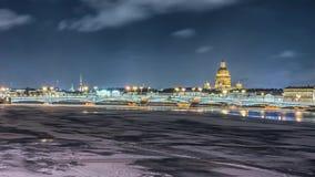 De mooie rivier van meningsneva in Heilige Petersburg, Rusland stock video