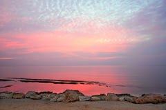 De mooie roze achtergrond van het zonsondergangwater Stock Foto's