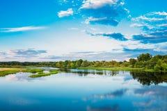 De mooie Russische Aard van de Meerrivier Royalty-vrije Stock Afbeeldingen