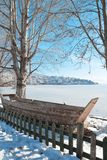 De mooie scène van de de wintersneeuw in Kastoria, Griekenland stock foto