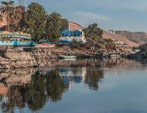 De mooie scène voor de rivier van Nijl en de boten van Luxor en Aswan reizen in Egypte stock afbeelding