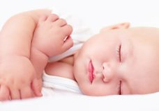 De mooie slaap van de zuigelingsbaby, vier maanden oud Royalty-vrije Stock Foto's