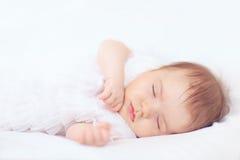 De mooie slaap van het babymeisje Stock Afbeelding