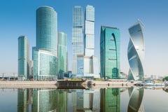 De mooie Stad van Moskou van glaswolkenkrabbers, een oriëntatiepunt van de stad stock afbeelding