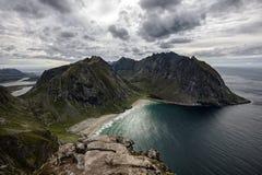 De mooie stranden van Kvalvika en Vestervika lofoten binnen eilanden, schot van MT Ryten in Flakstad-eiland Stock Fotografie