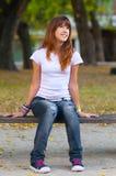 De mooie tiener geniet van de aard Royalty-vrije Stock Foto