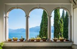 De mooie Villa Monastero in Varenna op een zonnige de zomerdag Meer Como, Lombardije, Italië royalty-vrije stock foto's