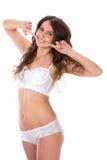 De mooie volledige vrouw van de lichaams donkerbruine schoonheid in witte sexy underwea Stock Afbeelding
