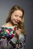 De mooie vrouw bedreigt wijsvinger Royalty-vrije Stock Afbeeldingen