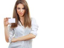 De mooie vrouw houdt kaart Stock Afbeeldingen