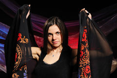 De mooie vrouw met een sjaal stock foto's