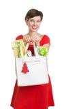 De mooie Vrouw met Kerstmis stelt voor Stock Fotografie
