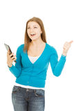 De mooie vrouw met tablet toont duim Royalty-vrije Stock Foto's