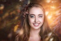 De mooie vrouw van de glimlach Stock Afbeelding