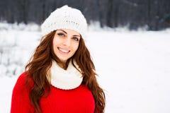 De mooie vrouw van Yong in rode sweater Royalty-vrije Stock Afbeelding