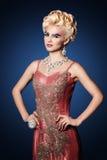 De mooie vrouwen lange spijkers maken omhoog volledige manier eruit zien Royalty-vrije Stock Afbeelding