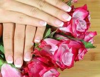 De mooie vrouwenhanden met namen toe Royalty-vrije Stock Foto