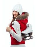 De mooie vrouwenijs het schaatsen activiteit van de de wintersport in rode doek Royalty-vrije Stock Afbeelding