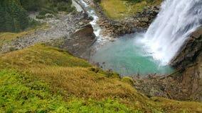 De mooie waterval van de aardmacht in Oostenrijk stock fotografie