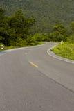 De mooie weg buigt omhoog de berg royalty-vrije stock afbeeldingen