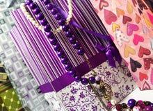 De mooie winkel doet in zakken en accessorizes Stock Afbeelding