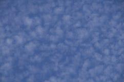 De mooie wolken maken lucht schoon Stock Afbeelding