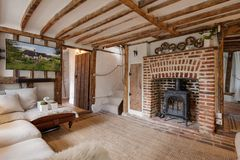 De mooie woonkamer van het de 16de Eeuw Engelse Plattelandshuisje Royalty-vrije Stock Afbeelding