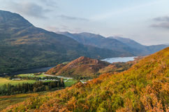 De mooie zonsondergang bij Loch leven in Schotland, Groot-Brittannië Royalty-vrije Stock Foto