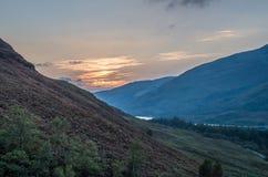 De mooie zonsondergang bij Loch leven in Schotland, Grote Brittain Stock Fotografie