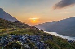 De mooie zonsondergang bij Loch leven in Schotland, Grote Brittain Royalty-vrije Stock Foto