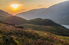 De mooie zonsondergang bij Loch leven in Schotland, Grote Brittain Royalty-vrije Stock Afbeeldingen