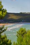 De mooiste kusten van Italië: baai van Vieste Apulia royalty-vrije stock afbeeldingen