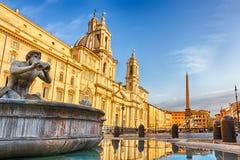 De Moor Fontein en de Fontein van Neptunus en de basiliek in Piazza Navona royalty-vrije stock afbeeldingen