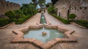 De Moorse fontein van de stervorm bij de middeleeuwse kastelen van Jativa in Valencia Spain stock foto's