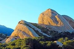 De mormoonse Interpretatieve Sleep van de Staat van Rotsencalifornië enkel buiten San Bernardino op de manier aan de hoge woestij stock afbeeldingen