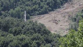 De moskee in grondverschuivingen wordt vernietigd die, stock videobeelden