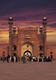 De Moskee van Badshahi van de ingangspoort Stock Afbeeldingen