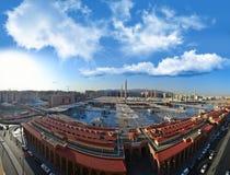 De Moskee van de helderziende in Medina bij middag stock afbeelding