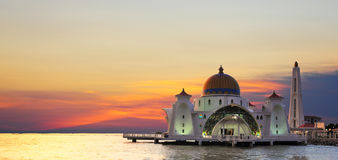 De Moskee van Detroit van Malacca (Masjid Selat Melaka) stock afbeeldingen
