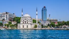 De moskee van Dolmabahce in Istanboel, Turkije Stock Foto's