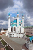 De moskee van Kul Sharif in Kazan op een bewolkte hemel als achtergrond Stock Afbeeldingen