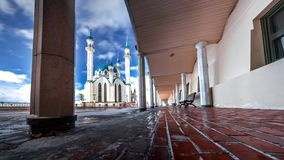 De moskee van Kulsharif in de winter tegen bewolkte hemel 3 royalty-vrije stock foto