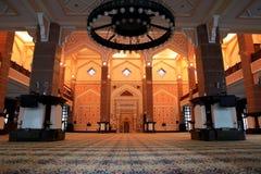De moskee van Putrajaya Stock Afbeeldingen